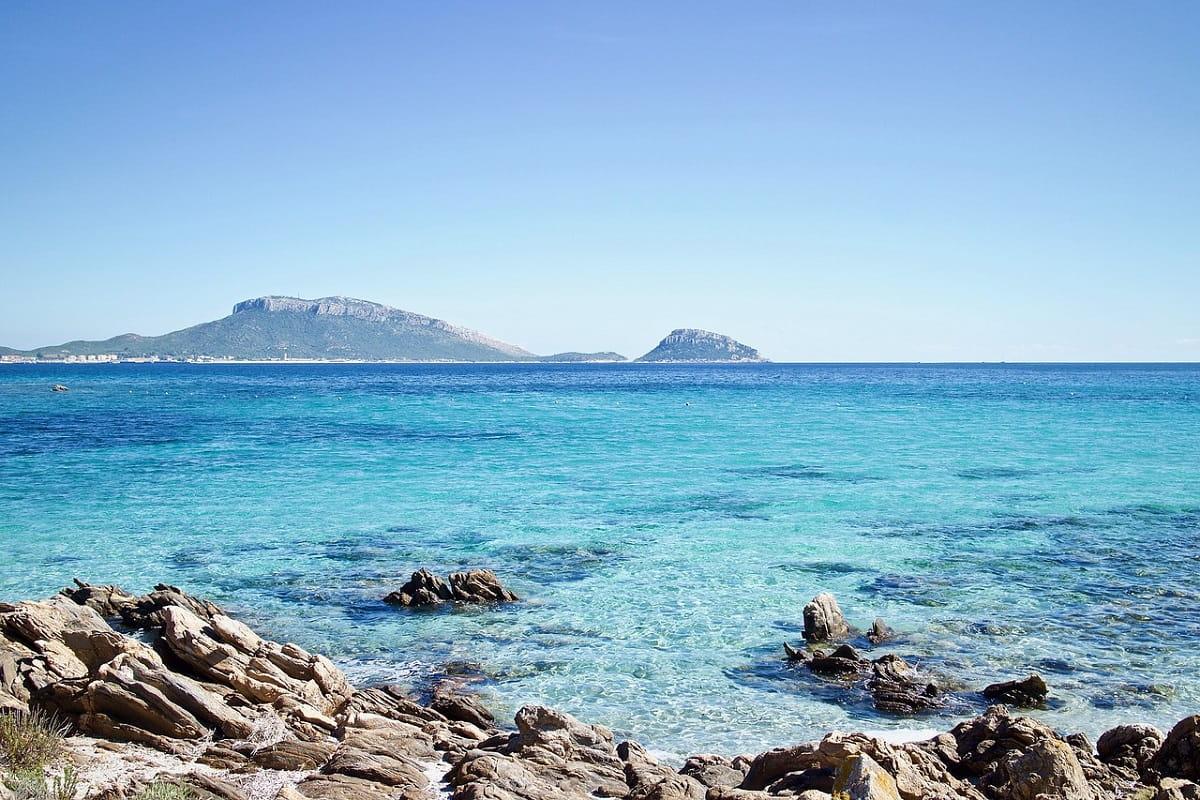 Isola della Sardegna: panorami terrestri e marini dell'isola italiana