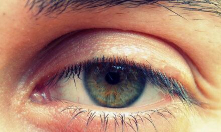 Contorno occhi uomo, i consigli per prendersene cura